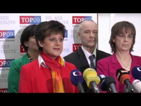 Nováková: Školy mají učit v souladu s Ústavou