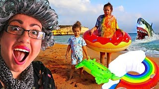 Ruby & Bonnie Pack for the Beach!  Funny Pretend Play w/ Granny
