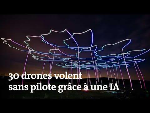 Trente Drones Volent En Groupe Sans Pilote