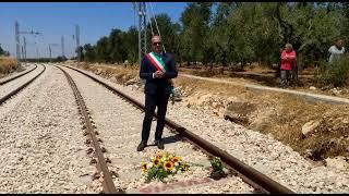 Fiori sui binari e un applauso in stazione: la città vive un altro 12 luglio