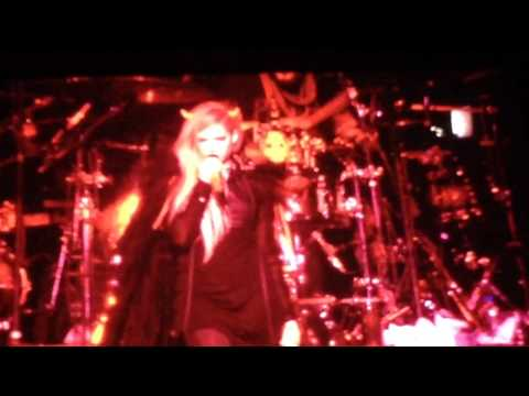 Avril Lavigne Bad Girl and The Beautiful People live Japan, Tokyo 2014
