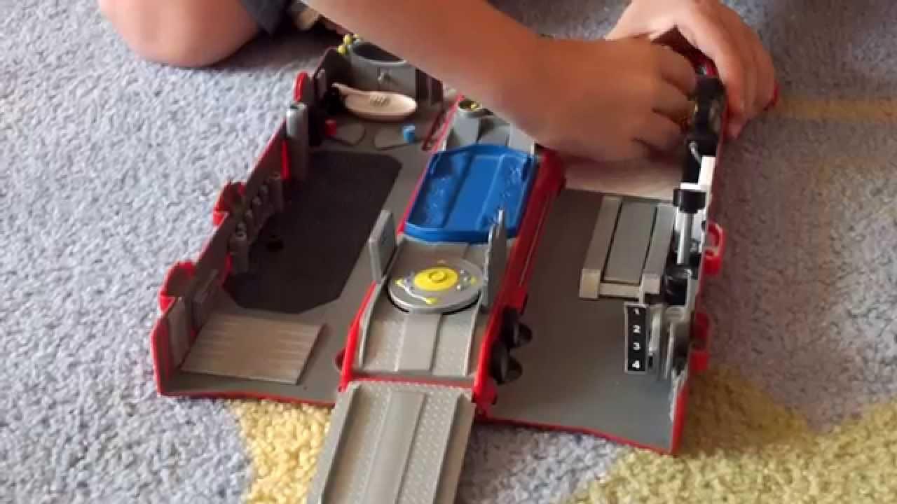 Disney Pixar Cars Mack Truck Playset Mattel Lightning Mcqueen