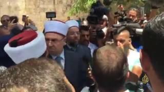 الفلسطينيون يرفضون دخول الأقصى وفق الإجراءات الإسرائيلية الجديدة