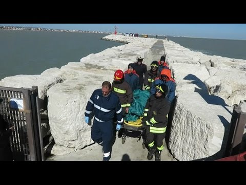 Recupero salme tragedia porto Rimini, tra le vittime il proprietario dello scafo e la figlia