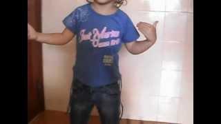 "Bianca dançando ""Baila Muchacha de Canuco Zumby"""