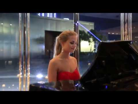 Classical Lady Pianist - WOW Entertainers Dubai