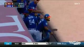 Mets player catches bat flying towards dugout thumbnail