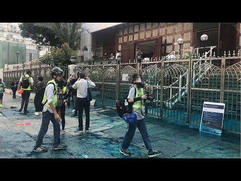 شاهد: رئيسة السلطات في هونغ كونغ تزور مسجداً بعد الاعتداء عليه خلال الاحتجاجات…  - نشر قبل 2 ساعة