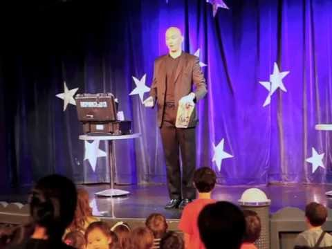 Houston Magician Chad Chesmark Performing For Children on The Disney Magic