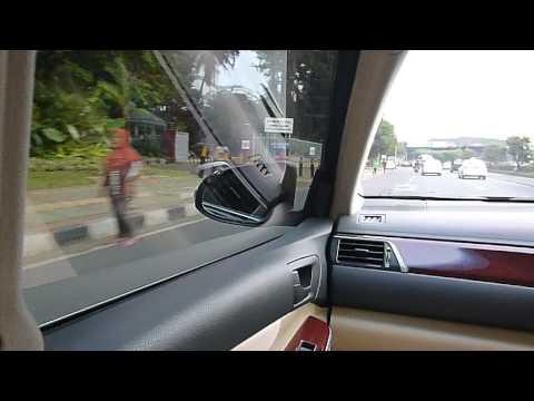 'help' in Jakarta (Carpool lane)