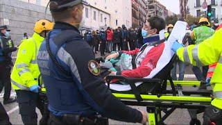 Herido tras la explosión en Madrid es trasladado en camilla