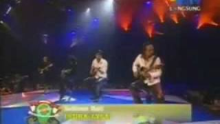 Saksikan Aksi Tiga Gitaris Hebat Indonesia..!! (Andra - Piyu - Abdee)