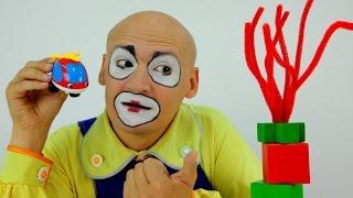 Видео для детей. Клоун Андрей! Клоун Андрей играет в  кубики.(Смешное видео для детей. Сегодня клоун Андрей играет в кубики! он пытается построить из них башню, но у него..., 2015-07-02T10:01:38.000Z)