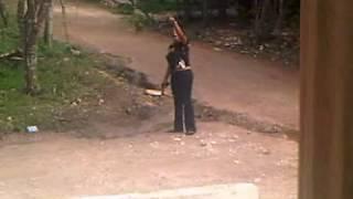 mujer trata de matar a otra que le cojia el marido le dispara y todo queda grabado en vivo