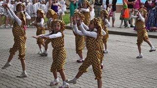 Small Russian Girls' dance, Kazakhstan