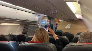 Ultimo volo Alitalia, le lacrime degli equipaggi: