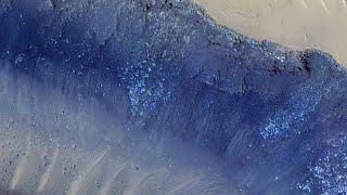 Desprendimientos de tierra activos en un barranco de Marte