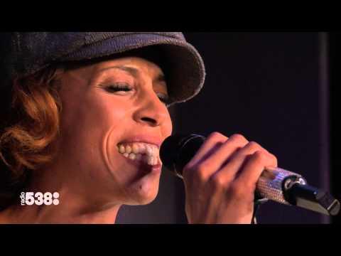 Glennis Grace - Chandelier | Live bij Evers Staat Op