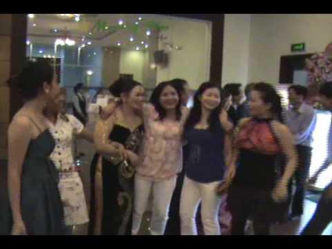 T5  Dinh Phuc Cam Ly dam cuoi dai khach tai Khach san
