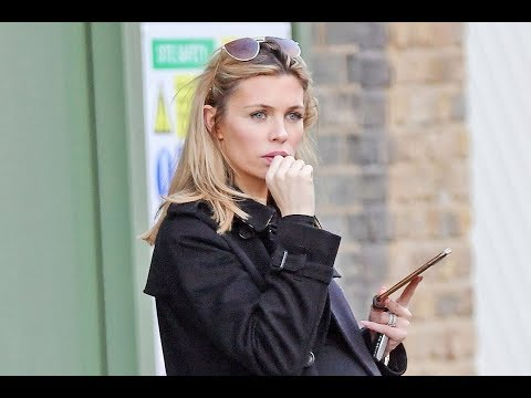 cab-for-ab-pregnant-abbey-clancy-suffers-from-'baby-brain'-as-she-loses-her-car-in-chelsea---latest