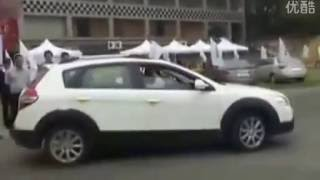 Drift and leapfrog Dongfeng Fengshen H30 CROSS cool driving skills