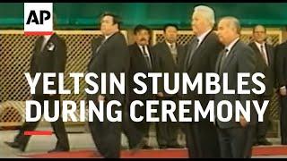 UZBEKISTAN: RUSSIAN PRESIDENT YELTSIN STUMBLES DURING CEREMONY