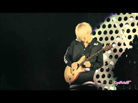TORU (One Ok Rock) playing the guitar ♥