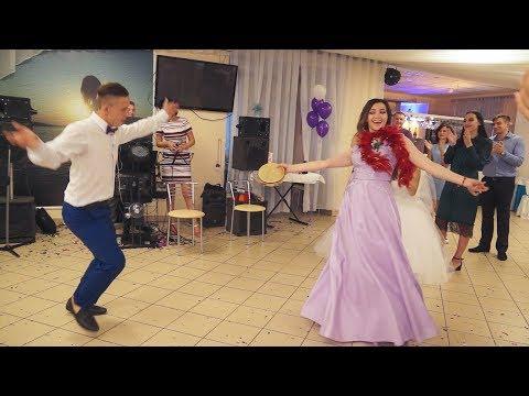 Свидетельница рвёт Danceпол!!!