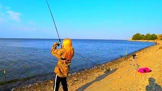 рыбалка на удочку и фидер осенью В РАБОТЕ САМОДЕЛЬНАЯ СНАСТЬ