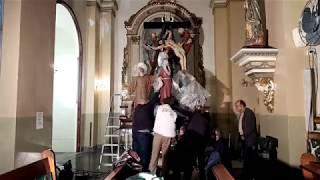 Montaje conjunto escultórico paso del Descendimiento de Carlet