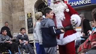Санта-Клаус верхом на верблюде