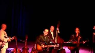 Watch Elvis Costello She Handed Me A Mirror video