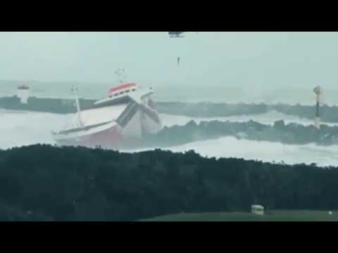 Atlantic Storm breaks a cargo Ship into 2 halves