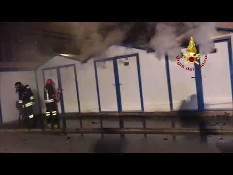 Rogo a Marina Dorica, bruciano capanni di rimessaggio