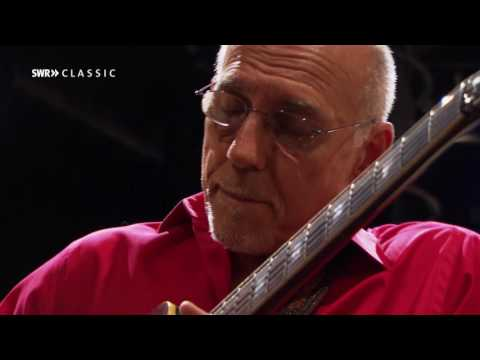 Larry Carlton & SWR Big Band - Room 335