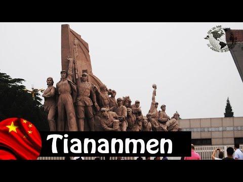 Plaza Tiananmen Square - Mausoleo de Mao Tse Tung Mausoleum, Beijing. China 2010