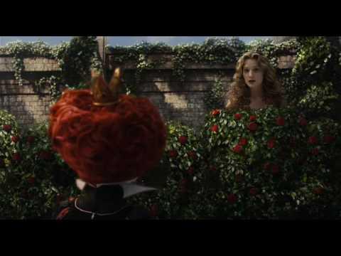 Аліса в Країні Чудес: «Одягніть це гігантське дівча!»