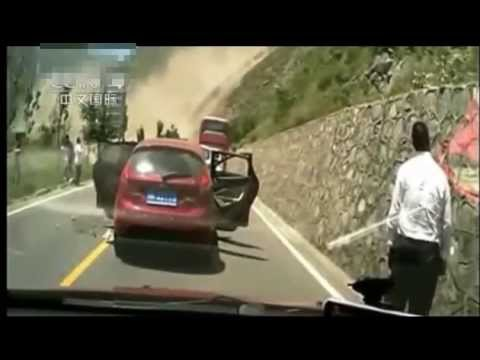 Crazy Rock Slide in China Crushing Cars