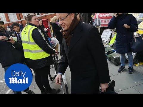 Scuffle outside Ecuadorian embassy after Assange arrest