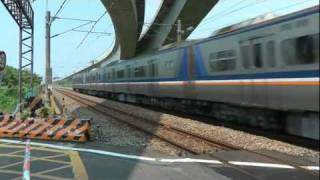 [HD] The Taiwan TRA Local train EMU 700 and EMU 1200 pass the Qiuchang Road level crossing