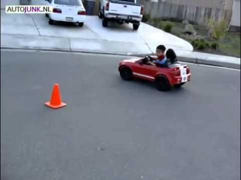 Bé 4 tuổi drift bằng xe đồ chơi   VnExpress