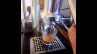 Pulling shot espresso Zacconi Riviera