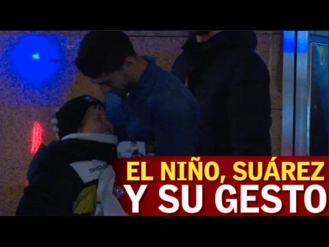 El gesto de Luis Suárez con un niño.