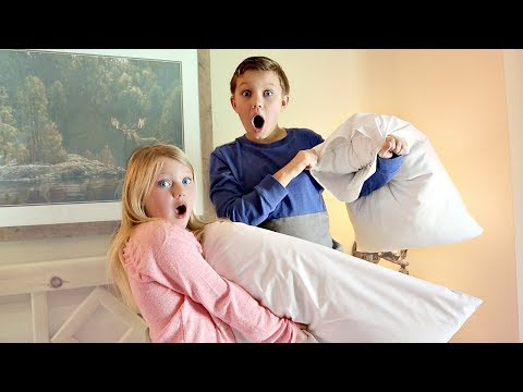 EPiC FAMiLY PiLLOW FiGHT!
