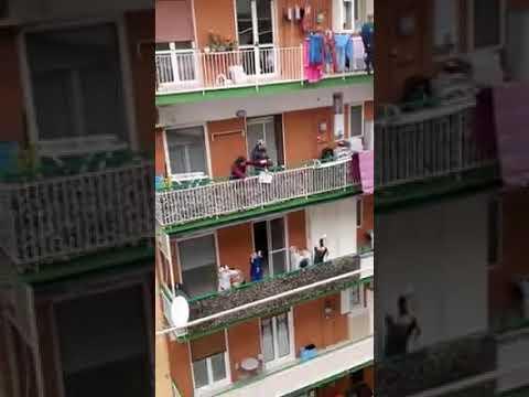 flashmob sonoro lieder von den balkonen gegen die angst in italien