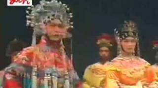 Repeat youtube video Teochew Opera 广东潮剧院演出  《飞龙女》张长城 吴玲儿 吴丽君 方展荣