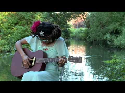Valerie June Exclusive performance