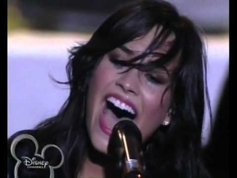 who is demi lovato dating november 2013