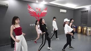 Tập vũ đạo tại DK Studio ( DK Entertainment)