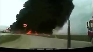 Avião caindo na estrada